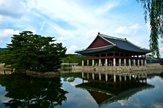 Gyengbokgung Palace (Miquel Llagostera) Tags: contrast temple korea seoul vacaciones templo seul vactions
