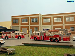 Building Fire: 2701 NW 62nd Ave Rd (Phil's 1stPix) Tags: tower olympus hobby replica firetruck fireengine ladder collectible firedepartment diorama seagrave scalemodel diecast firerescue fireservice firstpix firstresponder emergencyvehicle code3 fireapparatus firescene diecastmodel firerescuevehicle diecasttruck cust