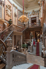 Palacio Cerralbo main entrance - Madrid (infinitum Photography & Video Production) Tags: madrid scale museum stairs de hall nikon interior entrance statues palace muse chandelier staircase bannisters entrada d750 scala museo 20mm marble araa palazzo luxe escaleras entre balustrade lujo palacio lmpara marbre palacete esttuas barandilla escaliers marmo banisters lampadario infinitum mrmol vestibulo balaustrada cerralbo infinitumstudio