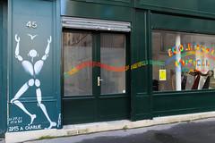 Rue Broca - Paris (France) (Meteorry) Tags: europe france idf îledefrance paris ruebroca broca street rue art artderue fresque painting charliehebdo jesuischarlie jesuisparis jérômemesnager mesnager wall mural shop écoledartmusical hommeblanc hommeenblanc corpblanc october 2016 meteorry