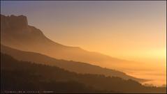 Cuando el color choca en las nubes (eredita) Tags: paisaje montañas amanecer rioja herrera fernan eredita fondodeescritorio
