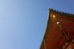 Temple roof and blue sky (Eric Flexyourhead) Tags: mino minoo minoh minoshi 箕面市 osaka 大阪 kansai 関西地方 japan 日本 katsuoji 勝尾寺 temple architecture traditional japanese buddhist buddhism roof rooftop sky clear blue ricohgr