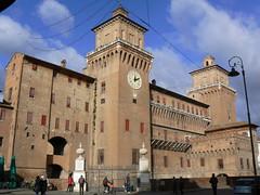 Ferrara, nochmal das Schloß 1b (AnnAbulf) Tags: ferrara emiliaromagna castello schlosburg schlos schloss wasserschlos wasserschloss