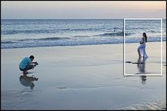 Un grand classique: la femme enceinte au coucher de soleil (wilphid) Tags: salvador bahia brésil brasil mer océan atlantique plage rivage soir pordosol coucherdesoleil anoitecer barra
