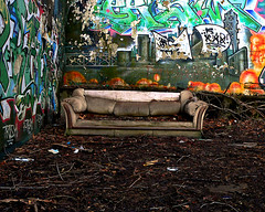 Graffiti Den (Matt Niemi) Tags: found graffiti pittsburgh urbandecay couch sofa sofafree goldway