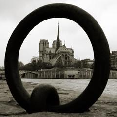 Notre-Dame (gadl) Tags: blackandwhite bw paris france port circle square geotagged cathedral ring notredame cathdrale quai anneau tournelle 75005 cathdralenotredame geotoolgmif portdelatournelle geolat48850696 geolon2354180