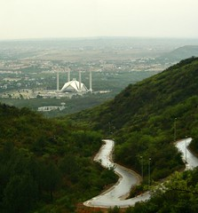 Faisal Mosque - Islamabad (ahsan rashid) Tags: road pakistan green canon 350d mosque canon350d faisal rashid maverick islamabad ahsan windind ahsanrashid