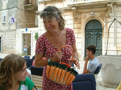 Lori and the pocketbag with carrots (Snazzo) Tags: 2005 mediterranean croatia lori vis vacanze holyday snazzo