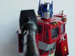 Optimus Prime con arma