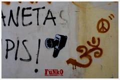 (malota) Tags: granada canond30 vacaciones holidays graffiti pintada super8