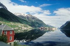 Spiegelung im Fjordland (Reinhard.Pantke) Tags: travel holiday reflection norway reisen norwegen unterwegs fjord spiegelung reise globetrekker globetrotter