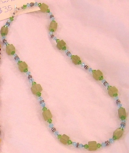 Light green jade vintage-style necklace