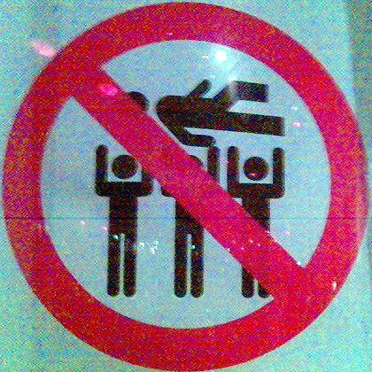No Crowd Surfing (Creative Commons) Foto Clagnut på Flickr
