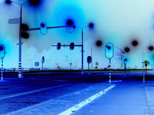 Crossing the night by Tamaar.