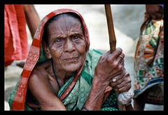 something to say (janchan) Tags: poverty old portrait people woman colors face lady eyes asia veil retrato documentary elder colori wrinkles ritratto bangladesh reportage povert pobreza theface whitetaraproductions