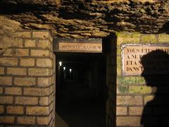 MEMORIAE MAJORUM (Lú_) Tags: door shadow cemeteries paris france cemetery grave underground graves doorway memory latin catacombs inscription incriptions intheshadowutata utataopensthedoor
