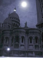 montmartre (gillesklein) Tags: 2005 blue bw 15fav paris france monument night french klein noiretblanc 2006 montmartre cc creativecommons 300 75018 nuit gilles francais 2007 parisien 333v3f gillesklein itzkovitch itzkovitchklein