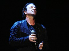 Bono, 10\16\05, Philadelphia, PA, Wachovia Center (bonobaltimore) Tags: u2 mj bono mbk rw wachoviacenter philadelphiapa vertigotour2005 october162005 bonobaltimore michaelkurman mikekurman