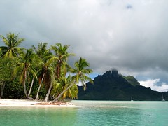 Bora Bora lagoon - by kenyai
