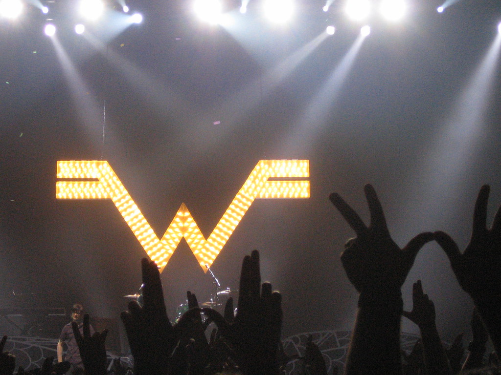 Weezer's new song: good!