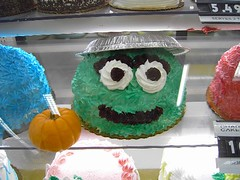 oscar the grouch cake by abielskas (via flickr)