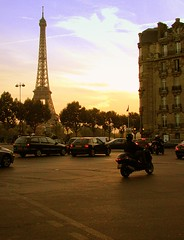 paree! ([phil h]) Tags: 2005 city sunset urban paris france colors topv111 1025fav topv555 topv333 october contrail 500plus traffic alma eiffeltower topv444 picasa scooter olympus eiffel topv222 toureiffel blogged topv777 parisist topv666 placedelalma visit75008 75008 almamarceau