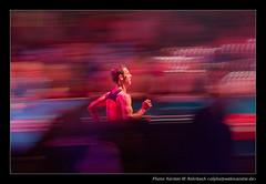 20m to the Finishing Line @ Messe Frankfurt Marathon (Karsten W. Rohrbach) Tags: 2005 motion sport topv111 cool frankfurt marathon event finish runner messe webmonster top20sports top20fav2005