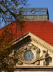 A place for curious people on top of the roof!;) (Gerlinde Hofmann) Tags: germany thuringia town meiningen building house balcony roof tile paraphernalia window stone metal banister branch symmetry decoration garland decorativeelements fishscalepattern mensch dach dachziegel giebel fenster railing buildingdecoration rooftile dachschindel twig ast zweig ausmetallgemacht madeofmetal nonalivepeople rooftopbalcony bluesky blauerhimmel metalbalcony metalrailing wolkenloserhimmel girlande wave steinrahmenfenster basrelief stoneframewindow dentil topbalcony zahnschnitt