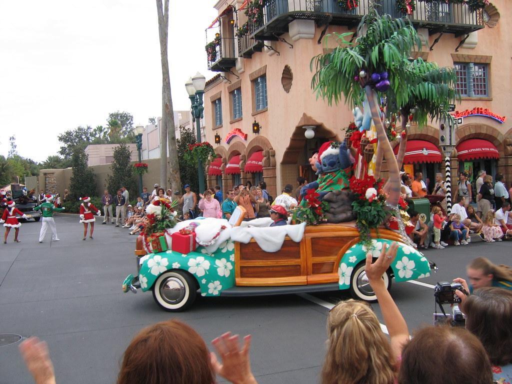 Lilo And Stitch Indigoskye Tags Disney Mgmstudios Disneymgmstudios Disneystudios Osbornelights Christmas Christmaslights Xmas