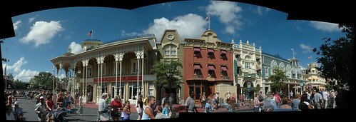 Main Street USA pano (1) Sept 2005