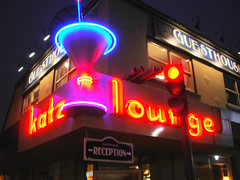 Katz Lounge (Curtis Gregory Perry) Tags: old blue light red signs canada color colour classic luz eh glass beautiful crimson sign electric azul bar night warning vintage wonderful rouge licht 3d rojo pub colorful neon pretty glow bright lumire lounge tube tubes cyan canadian ne retro gas bleu reception signage electricity glowing instructions colourful redandblue blau dying poutine electrical vanishing information fragile luce instruction muestra redblue placard important advisory katz signe sinal canadien placards canuck neons  zeichen non segno  blueandred    teken    aboot roht  glowed    neonic