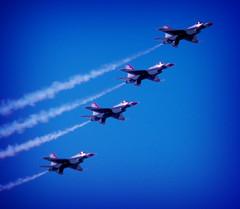 The Fabulous Thunderbirds! (The Rocketeer) Tags: texas minolta houston airshow 1997 thunderbirds usairforce minoltaxd11 wingsoverhouston