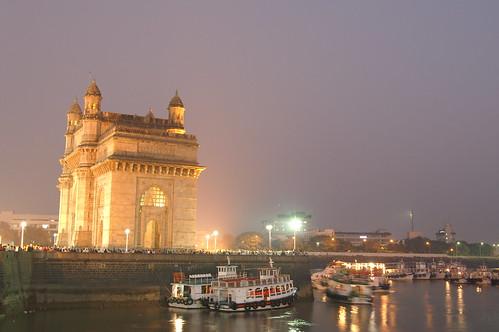 Vista nocturna de la Entrada de India