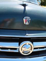 1954 FORD Country Sedan (Badge) (xavnco2) Tags: show france green classic ford car logo automobile break estate name meeting 1954 ornament american badge hood verte stationwagon ancienne maineetloire marque raduno 2015 paysdeloire rassemblement countrysedan maz carouleamaze