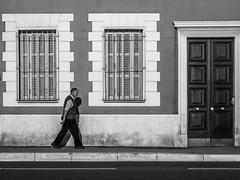 Le passant (totofffff) Tags: france french riviera street alpes maritimes méditerranée noir blanc black white festival film olympus om d e m1 expo droite nice rauba capeu