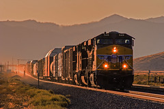 UP5418+another. Eastbound manifest, Monolith, Tehachapi, 19Sept09. (mikul44171) Tags: sunset tehachapi eastbound manifest up5418 atmospheric monolith ca