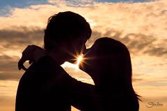 Noemí y Jordi (Silvia Illescas Ibáñez) Tags: noeyjordi pareja couple beautiful love amor girl boy sunrise amanecer luz light portrait session ternura canon 50mm