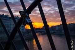 Love in Paris (Hermann.Click) Tags: sun dawn aube levé soleil pont paris paysage cadenas amour love symbole city ville architecture canon l 6d