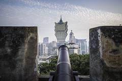 New and old! (- Jan van Dijk) Tags: macau mo cannon rampart macao grandlisboa oldandnew fortress