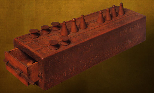 "Senet - Lujoso sistema de objetos lúdicos obsequio del dios Toht a la faraona Nefertari • <a style=""font-size:0.8em;"" href=""http://www.flickr.com/photos/30735181@N00/32481167176/"" target=""_blank"">View on Flickr</a>"