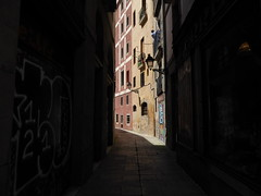Barcelona - shadow and light (ashabot) Tags: barcelona street spain cities walkabout citystreets lightandshadow lightanddark medievalstreet worldcities