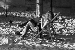 IMG_6761.jpg (matthieu.butruille-Photographie) Tags: paris couchdesoleil personnage parasole quaideseine parisplage scnederue