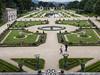 Vista elevada del jardín  de Villa Arnaga (RosanaCalvo) Tags: flores jardin personas vista nublado francia fuentes estanques villaarnaga arnaga paisvascofrances elevada