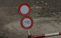 Piste cyclable interdite !!!!IMG_3866 (6franc6) Tags: 30 juin rando languedoc gard balade 2015 vélo 6franc6