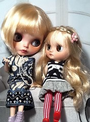 Toy-in-the-Frame Thursday; and Blythe-a-Day June #14 Tell Me a Story & #15 Heart: Maisie & Becky