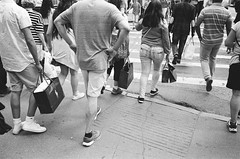 5th Avenue (Guillaume Rougeot) Tags: new leica york city nyc blackandwhite bw white ny black film analog 35mm shopping photography noir photographie noiretblanc kodak manhattan 28mm trix x nb scan m iso 400 bags 135 tri avenue 5th et blanc asph f28 argentique m7 elmarit filmisnotdead 2436 istillshootfilm