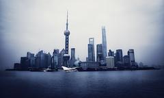 Angel azul (pimontes) Tags: china city blue azul shanghai ciudad malecón urbe pimontes