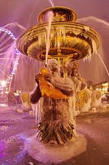 Paris Janvier 2017 - 19 une fontaine gelée Place de la Concorde (paspog) Tags: paris france 2017 janvier january januar placedelaconcorde fountain fontaine brunnen nuit night nacht fontainegelée frozenfountain