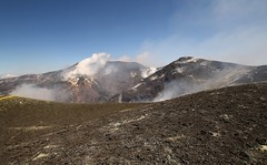 Bocca Nuova Crater (Derbyshire Harrier) Tags: etna crater sicily volcano spring geology fumaroles sulphur volcanic tephra boccanuovacrater steam craterrim fumes gas