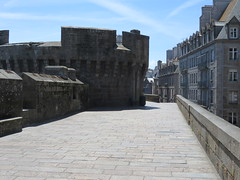 Saint Malo, ramparts (Traveling with Simone) Tags: wall brittany eu bretagne ramparts fortress saintmalo canonpowershot